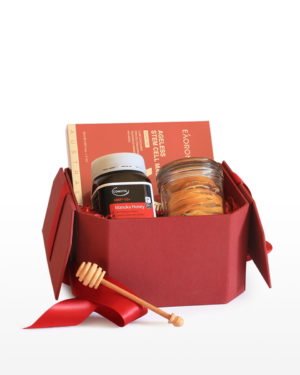 Bring a warm smile to a loved one's face with this Manuka Honey Gift Box